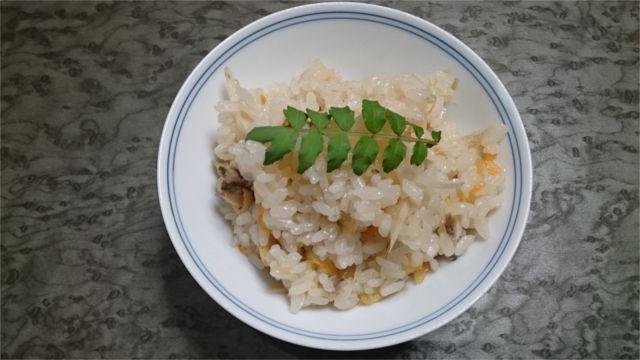 炊き込みご飯に山椒を添える