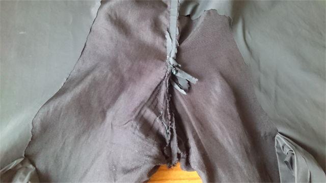 ボロボロのサウナスーツのズボン