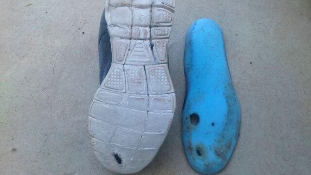 破れた靴底