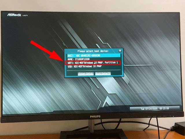 「Please select boot device」というダイアログで「UEFI」を選択