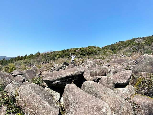岩に乗る僕