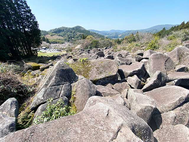 万倉の大岩郷ができた原因は諸説あるらしい