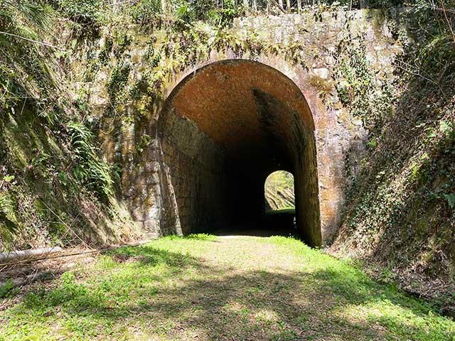 異世界へいざなうような大棚トンネルの入り口