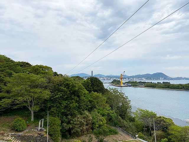 巌流島の展望地から見える海峡ゆめタワー
