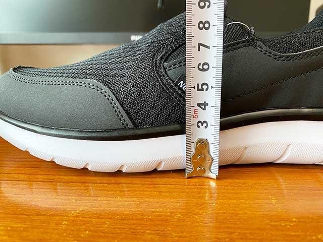 土踏まずの靴底の厚みは約2.7cm