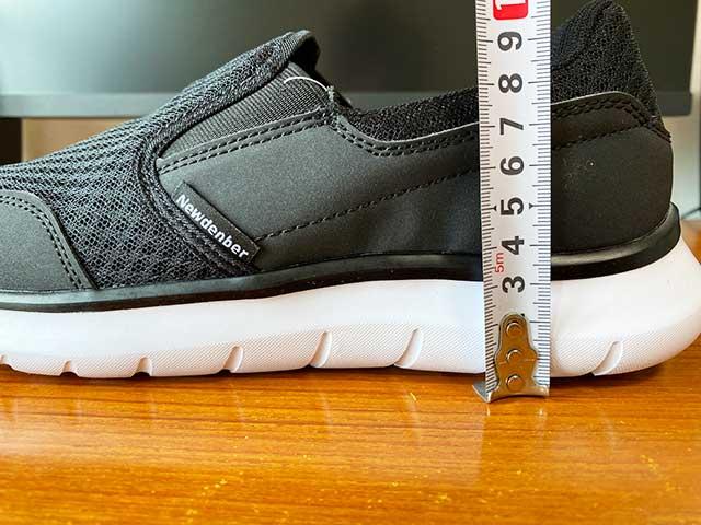 かかとの靴底の厚みは3cm