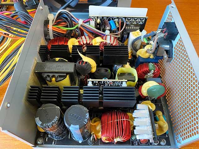 清掃後の電源内部