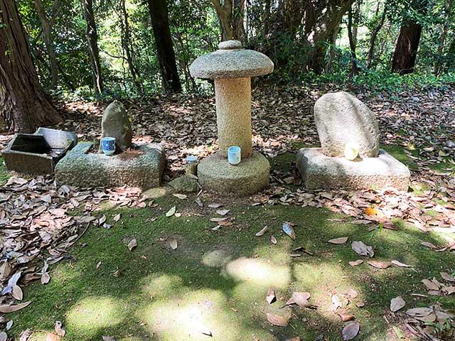 浪人親子の墓