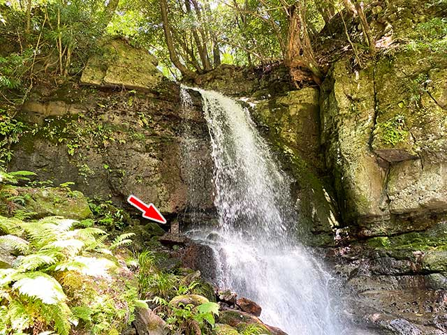 上段の滝の中ごろにあるオブジェ