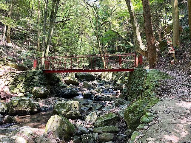 雄滝へ向かう道