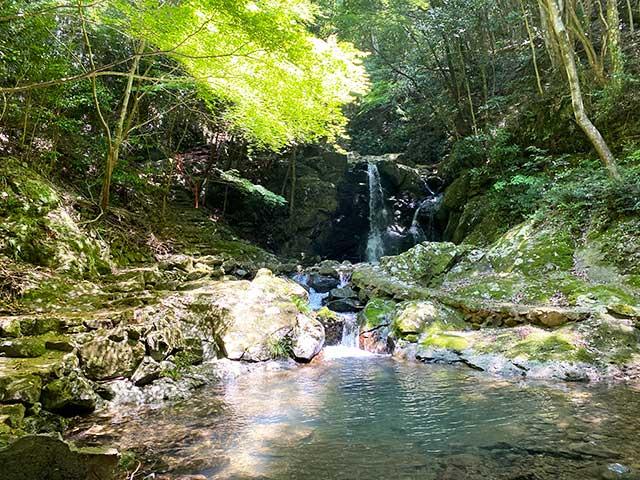 中山渓遊歩道の終点にある「雄滝」