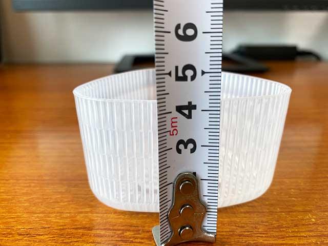 大きいおにぎり器は高さ約4.3cm