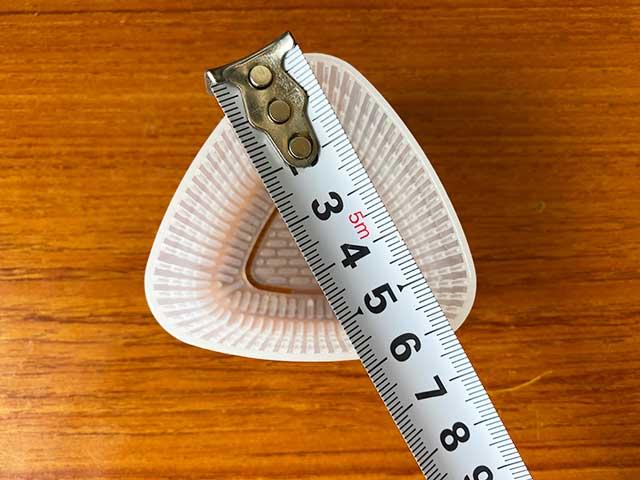 小ささいおにぎり器は一辺約6cm