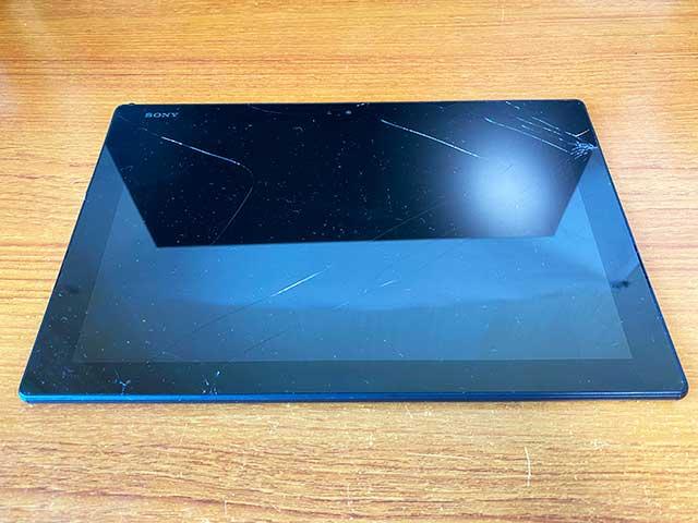 画面が割れたXPERIA Z4タブレット