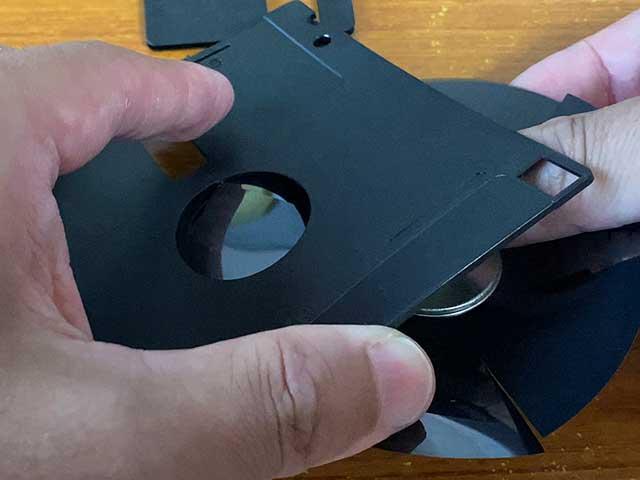 破壊したディスクを再度収納する